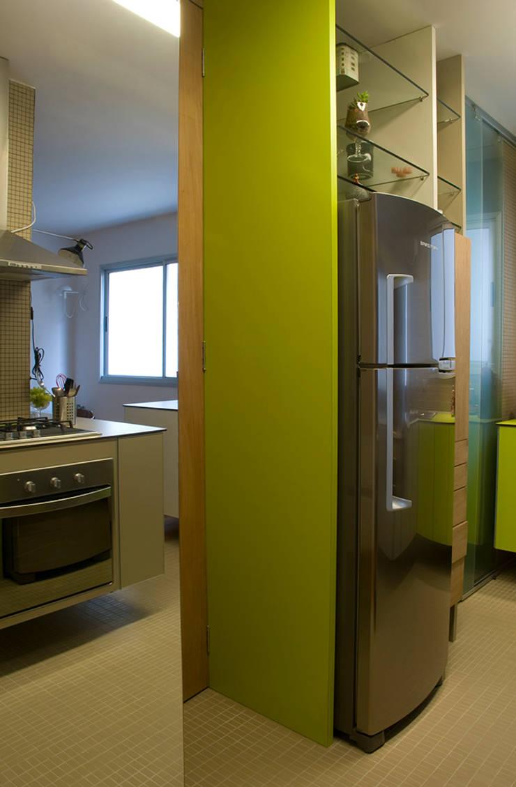 Interior   Apartamento – III: Cozinhas  por ARQdonini Arquitetos Associados,