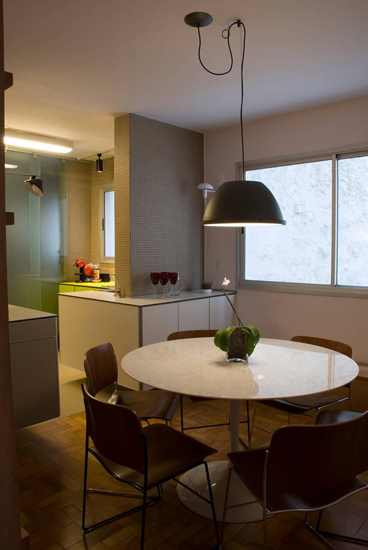 Interior   Apartamento – III: Salas de jantar  por ARQdonini Arquitetos Associados,