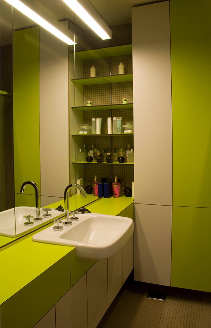 Interior   Apartamento – III: Banheiros  por ARQdonini Arquitetos Associados,