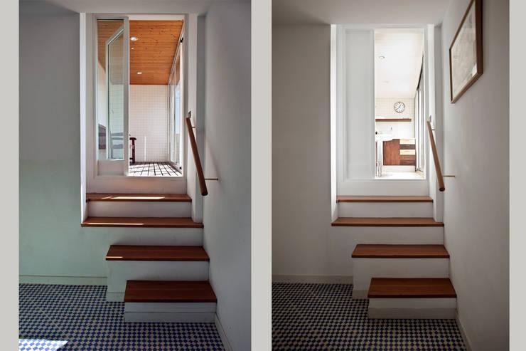 Acceso a la cocina desde el recibidor:  de estilo  de mobla manufactured architecture scp