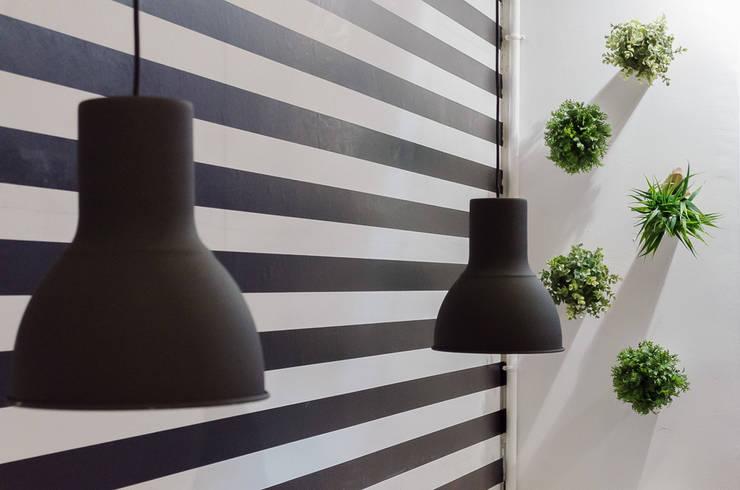Bar Pitti: Espacios comerciales de estilo  de custom casa home staging