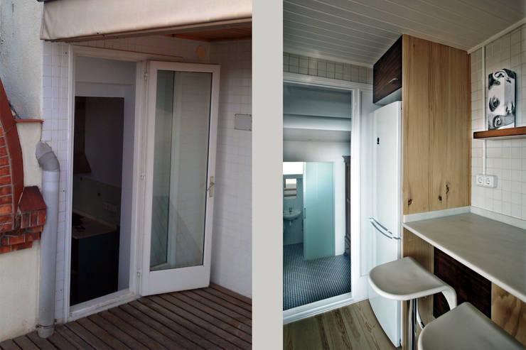 Entrada a la cocina y vista del recibidor y del baño:  de estilo  de mobla manufactured architecture scp