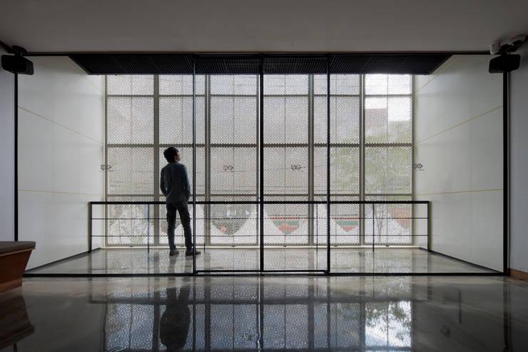 Puertas y ventanas de estilo  de inexdesign