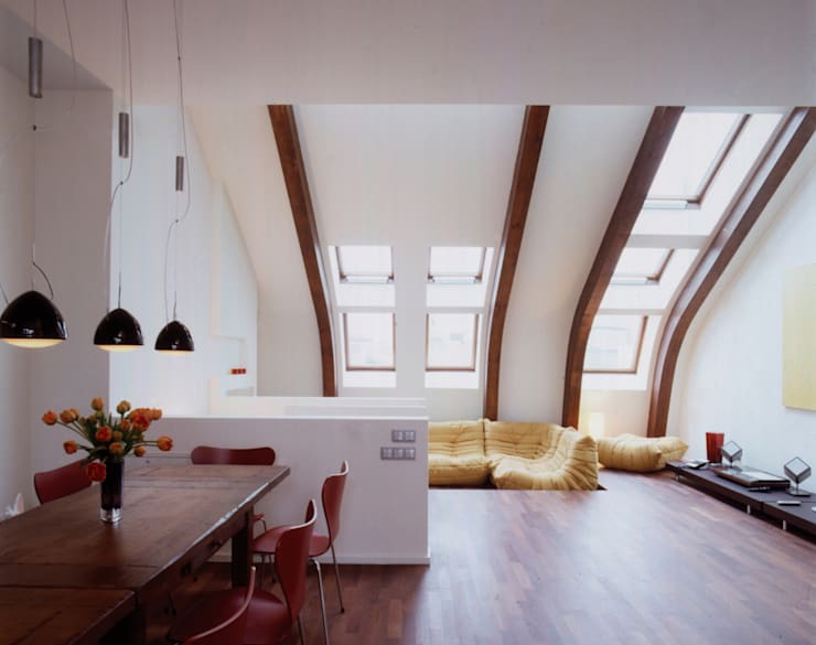 Auguststraße:  Wohnzimmer von HS Architekten BDA