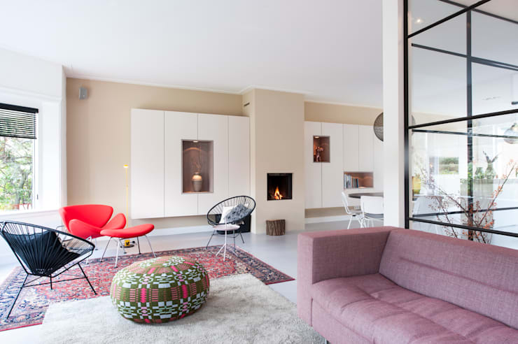 客廳 by StrandNL architectuur en interieur, 現代風