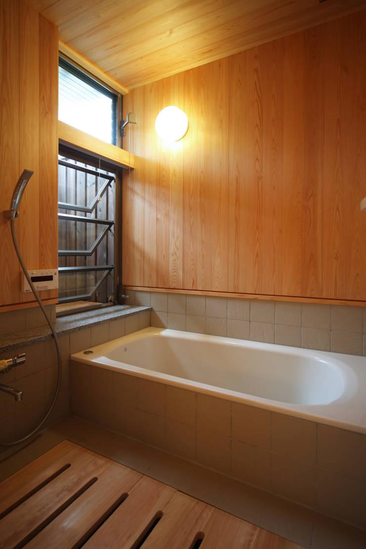 浴室: 瀧田建築設計事務所が手掛けた浴室です。