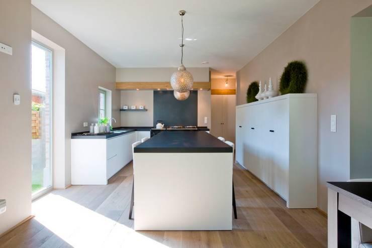 Parket in de keuken: moderne Keuken door Nobel flooring