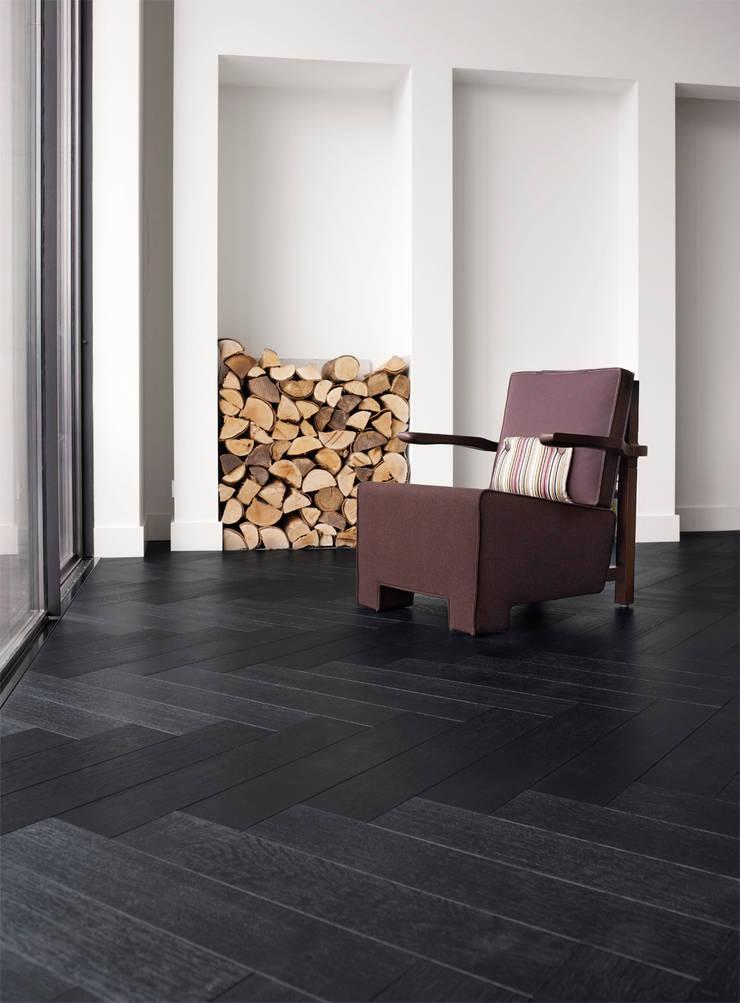 Leefruimte in parket:  Woonkamer door Nobel flooring, Modern