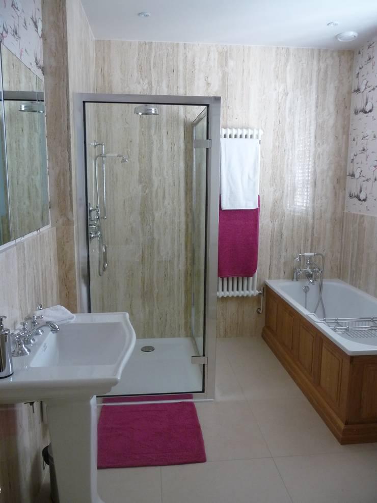 Travertine Marble:  Bathroom by Marbles Ltd