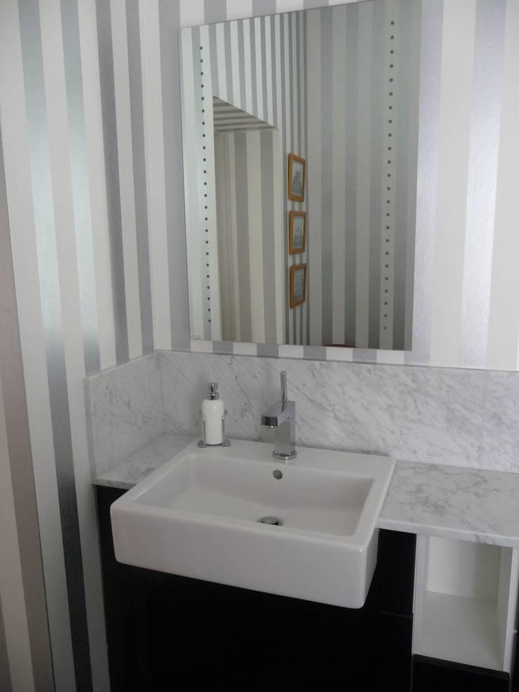 Carrara Marble :  Bathroom by Marbles Ltd