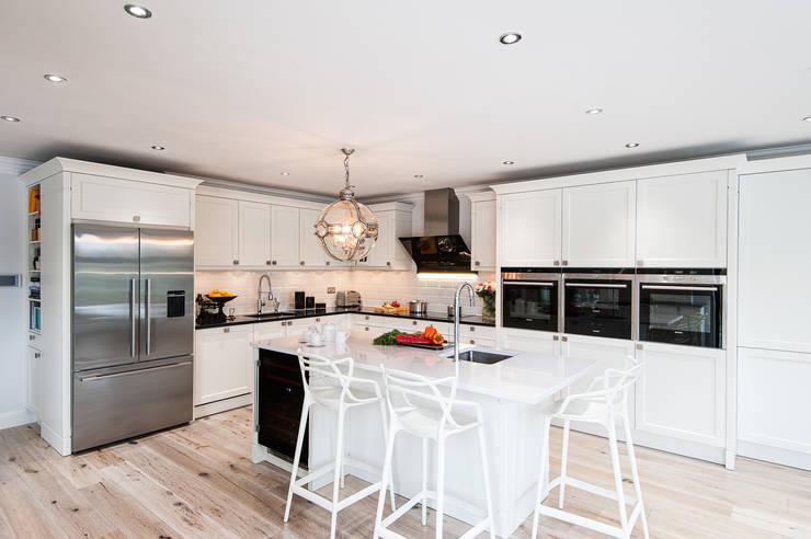 Urban Theme kitchen in Bristol White:  Kitchen by Urban Myth