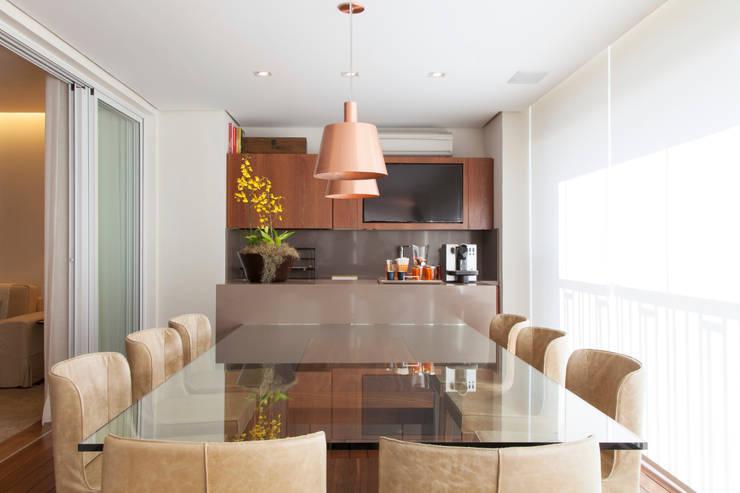 Apartamento RC: Salas de jantar  por Très Arquitetura