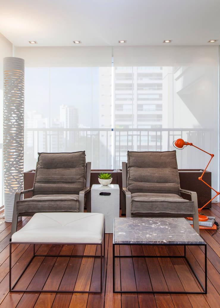 Apartamento RC: Terraços  por Très Arquitetura