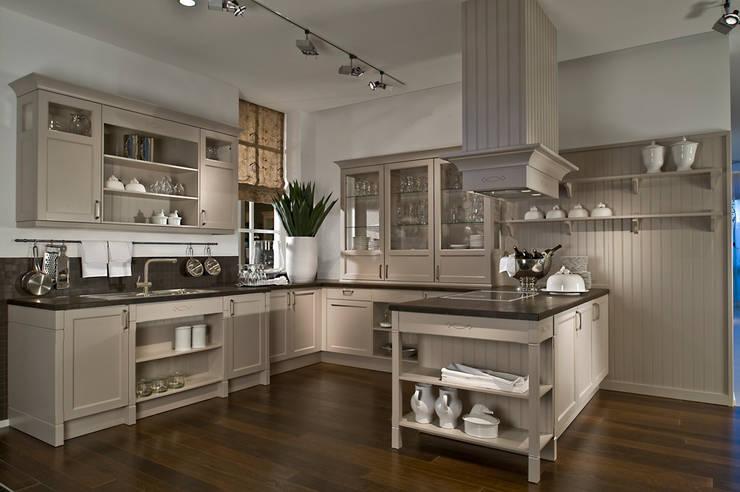Cocinas de estilo  por LWK Kitchens