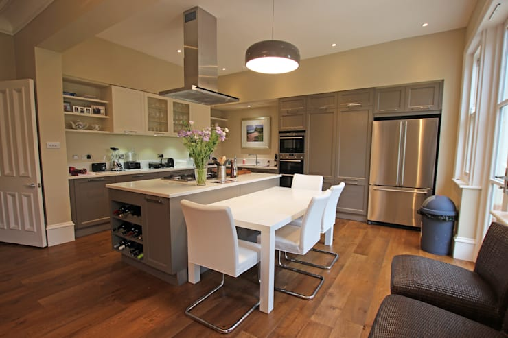 Beige grey Country kitchen:  Kitchen by LWK Kitchens