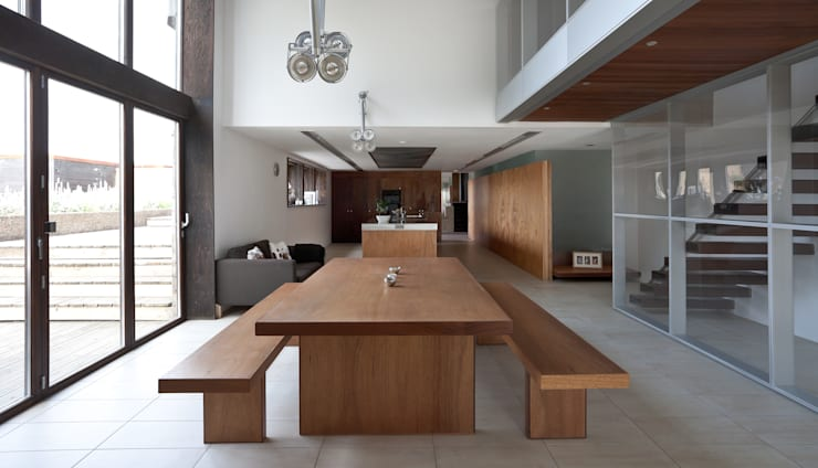 Dining room by Nicolas Tye Architects
