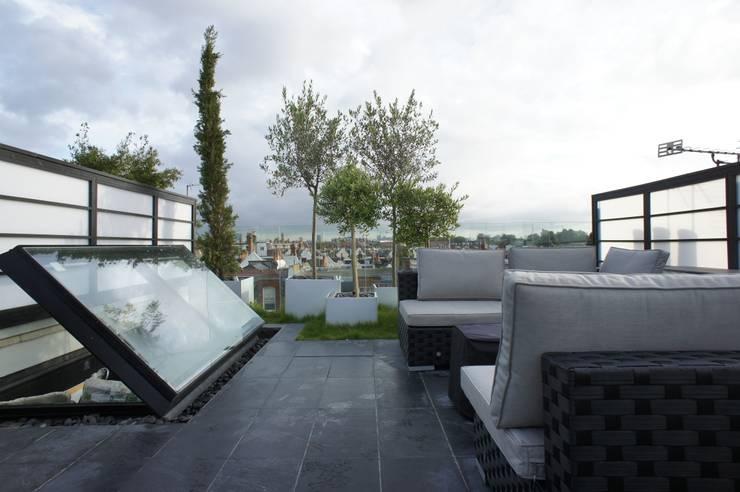 Terrazas de estilo  por Organic Roofs