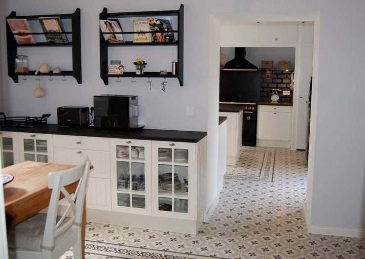 Landhausküche:  Küche von Borkenhagen Interior&Design
