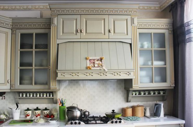 """""""Ажур"""": Кухня в . Автор – CARA hardwood"""