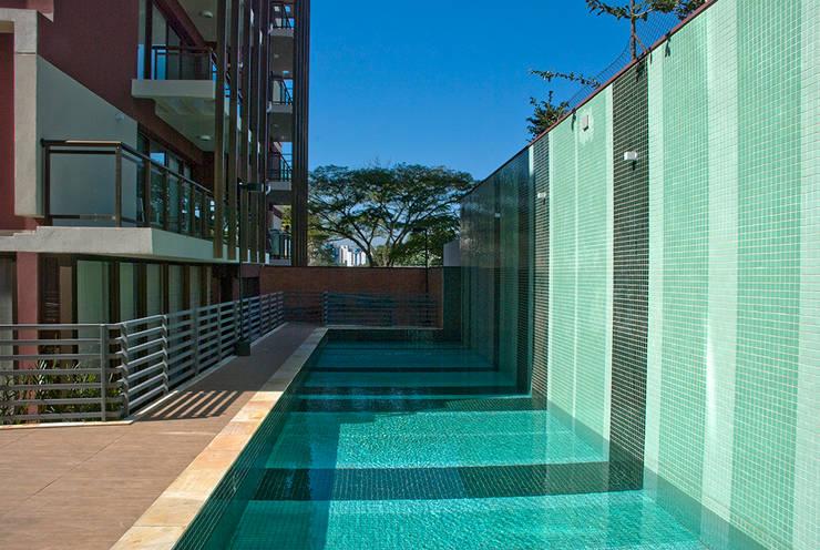 Let's Perdizes | edifício: Piscinas  por ARQdonini Arquitetos Associados,Moderno