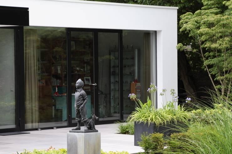 Klassiek ontmoet modern:  Tuin door Stoop Tuinen