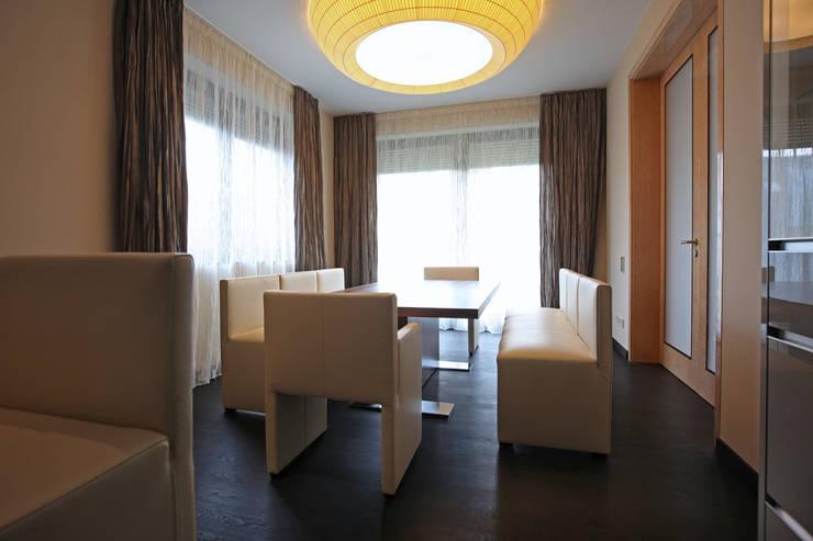 Столовая: Столовые комнаты в . Автор – Архитектурное бюро Лены Гординой