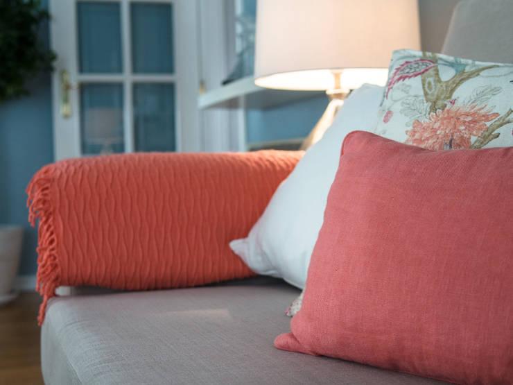 Salas / recibidores de estilo  por MUDA Home Design, Moderno