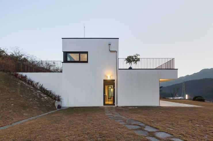 Rumah by 유오에스건축사사무소(주)