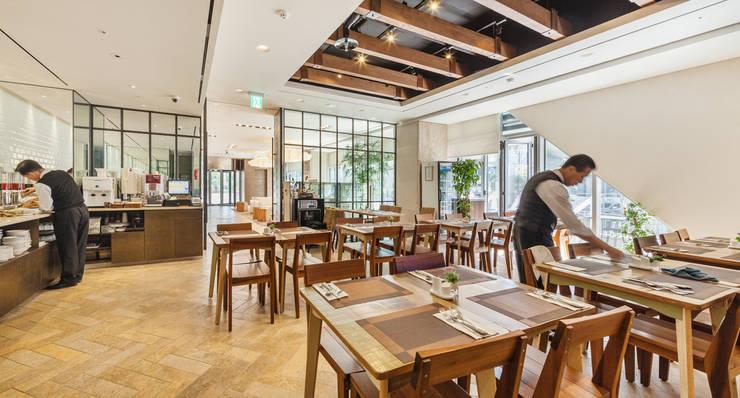 호텔마누: 유오에스건축사사무소(주)의  주방