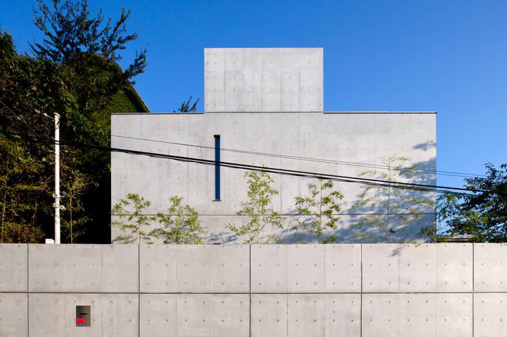 北西面外観: 鈴木賢建築設計事務所/SATOSHI SUZUKI ARCHITECT OFFICEが手掛けた家です。,モダン