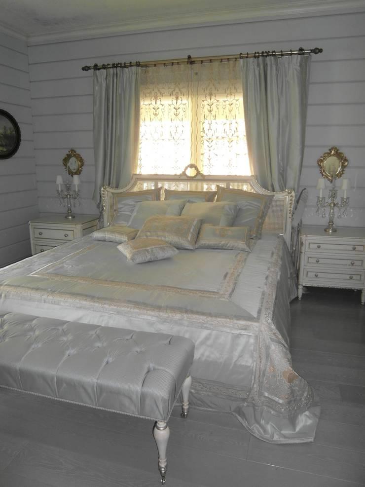 Загородный дом в Комарово: Спальная комната  в . Автор – Studio Gergel & P