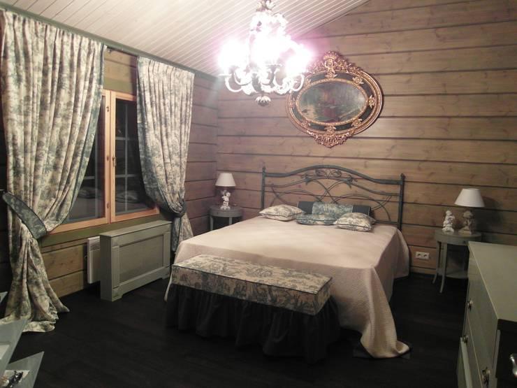 Загородный дом в Подборовье: Спальная комната  в . Автор – Studio Gergel & P