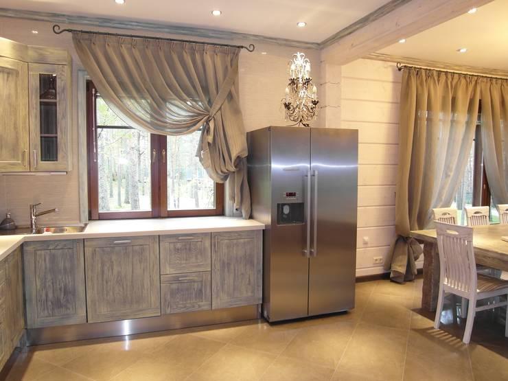 Загородный дом в Подборовье: Столовая комната в . Автор – Studio Gergel & P