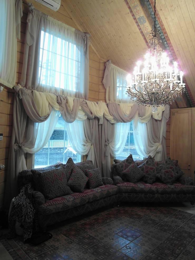 Загородный дом в Комарово: Гостиная в . Автор – Studio Gergel & P