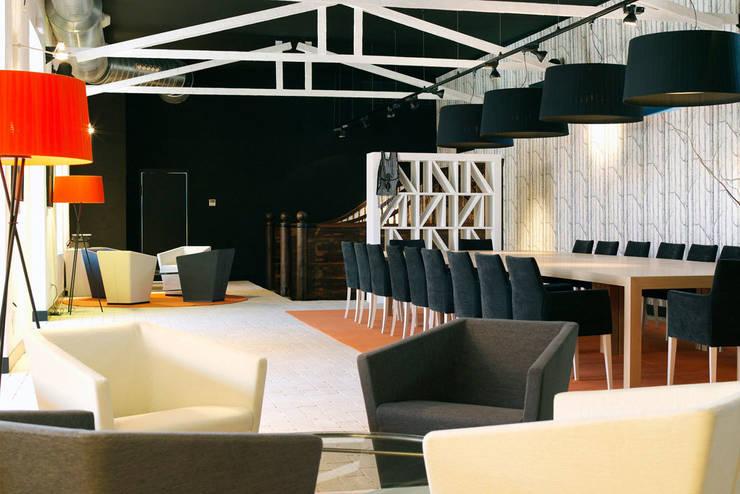 Decoración interior de sala polivalente para eventos, diseñada por Sube Susaeta Interiorismo - Sube Contract:  de estilo  de Sube Susaeta Interiorismo