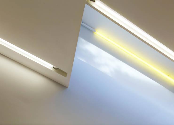 LED strip lighting detail:  Walls by Neil Dusheiko Architects