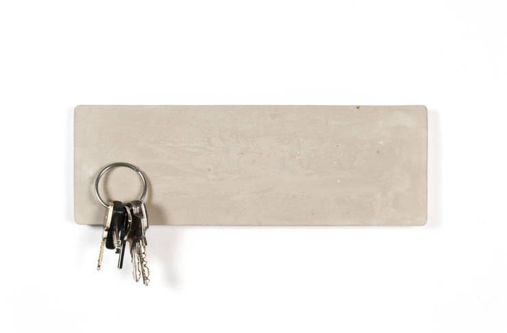magnetisches Schlüsselbrett aus Beton:  Flur, Diele & Treppenhaus von BLOQform