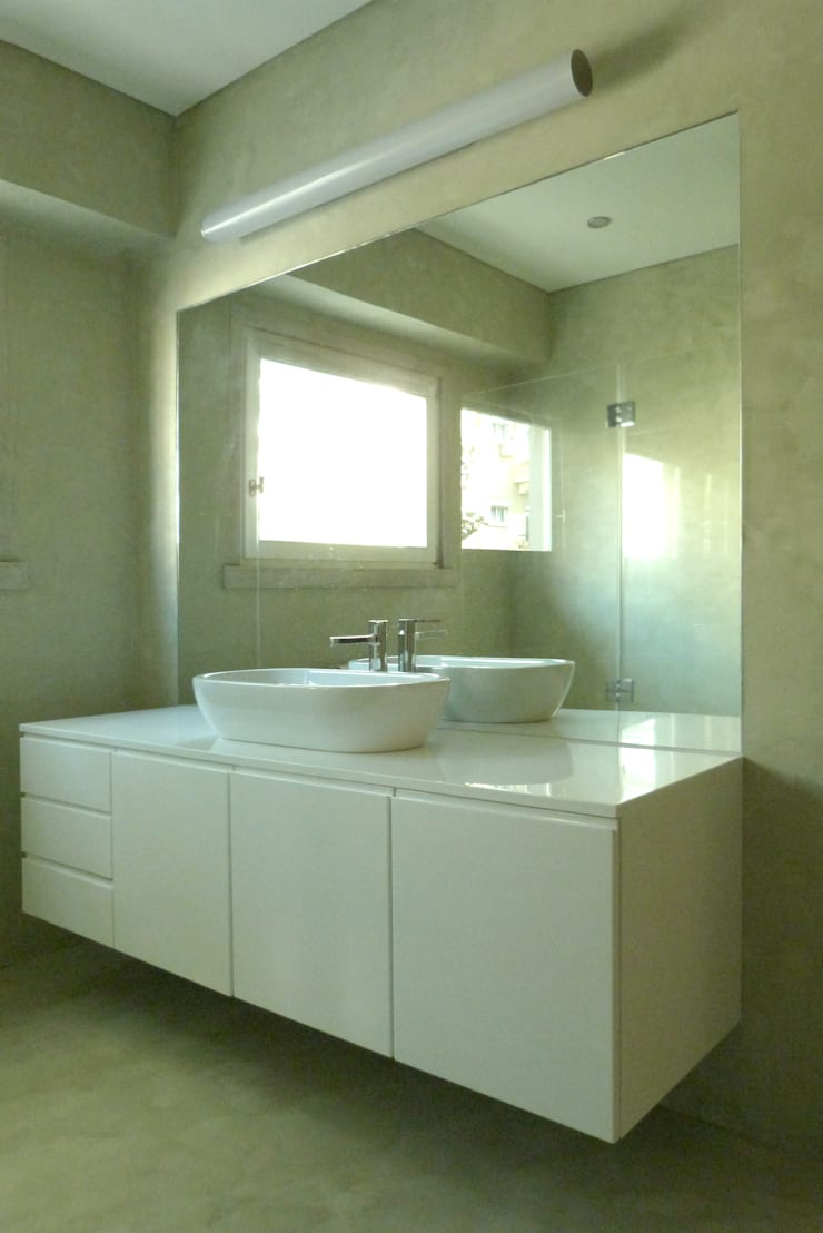 Apartamento na Av. Roma: Casas de banho  por Atelier da Calçada