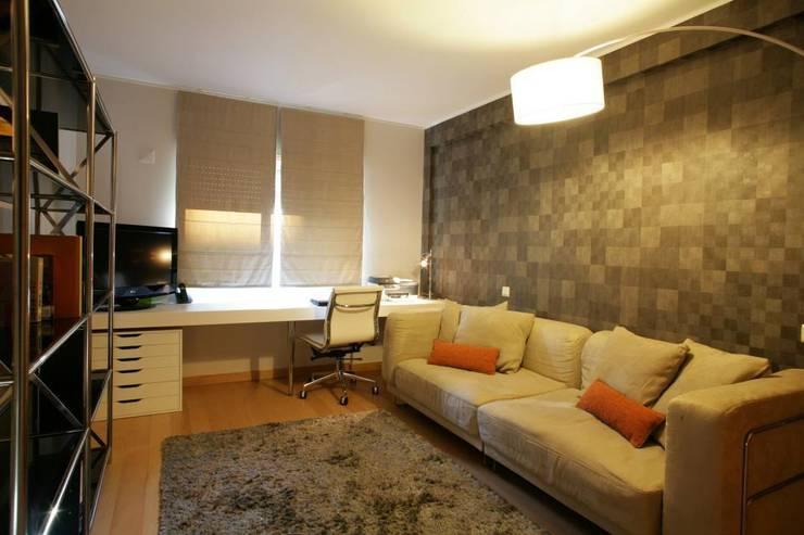 Study/office by Traço Magenta - Design de Interiores