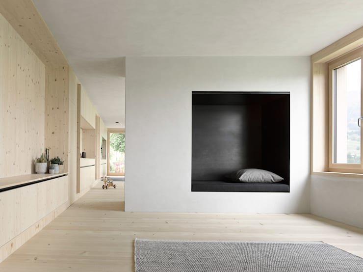 Living room by Innauer-Matt Architekten ZT GmbH