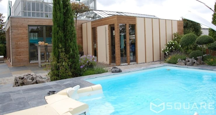 Saunahaus SQUARE XXL als großes Poolhaus mit Sauna - Fassade: Lärchenholz-Rhombusprofil :  Messe Design von SQUARE Saunahaus
