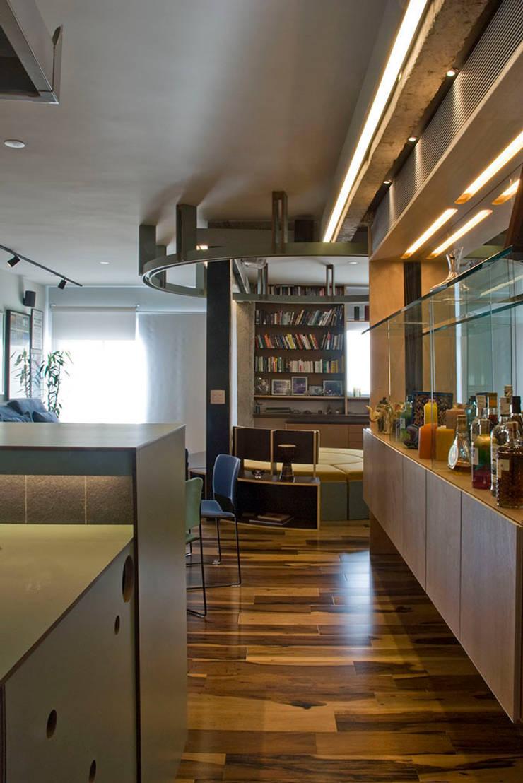 Interior | Apartamento – IV: Salas de jantar  por ARQdonini Arquitetos Associados