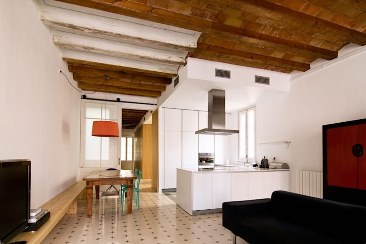 """Rehabilitación de Piso en el """"Eixample"""" de Barcelona: Comedores de estilo ecléctico de IF arquitectos"""
