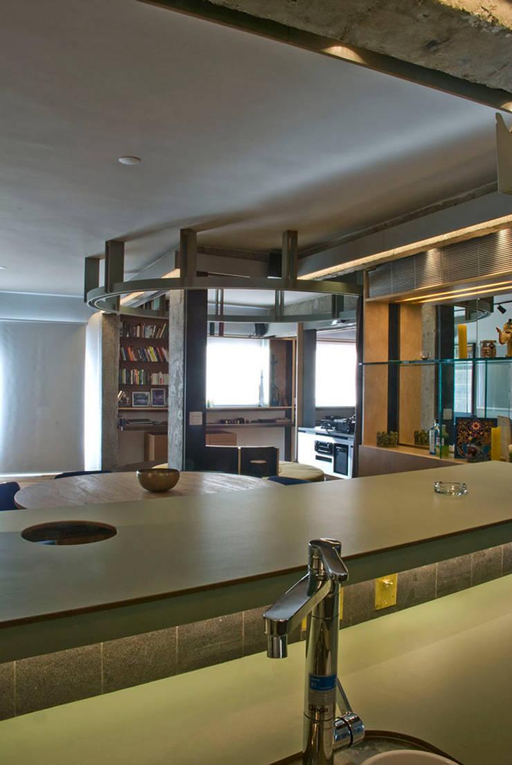 Interior | Apartamento – IV: Cozinhas  por ARQdonini Arquitetos Associados