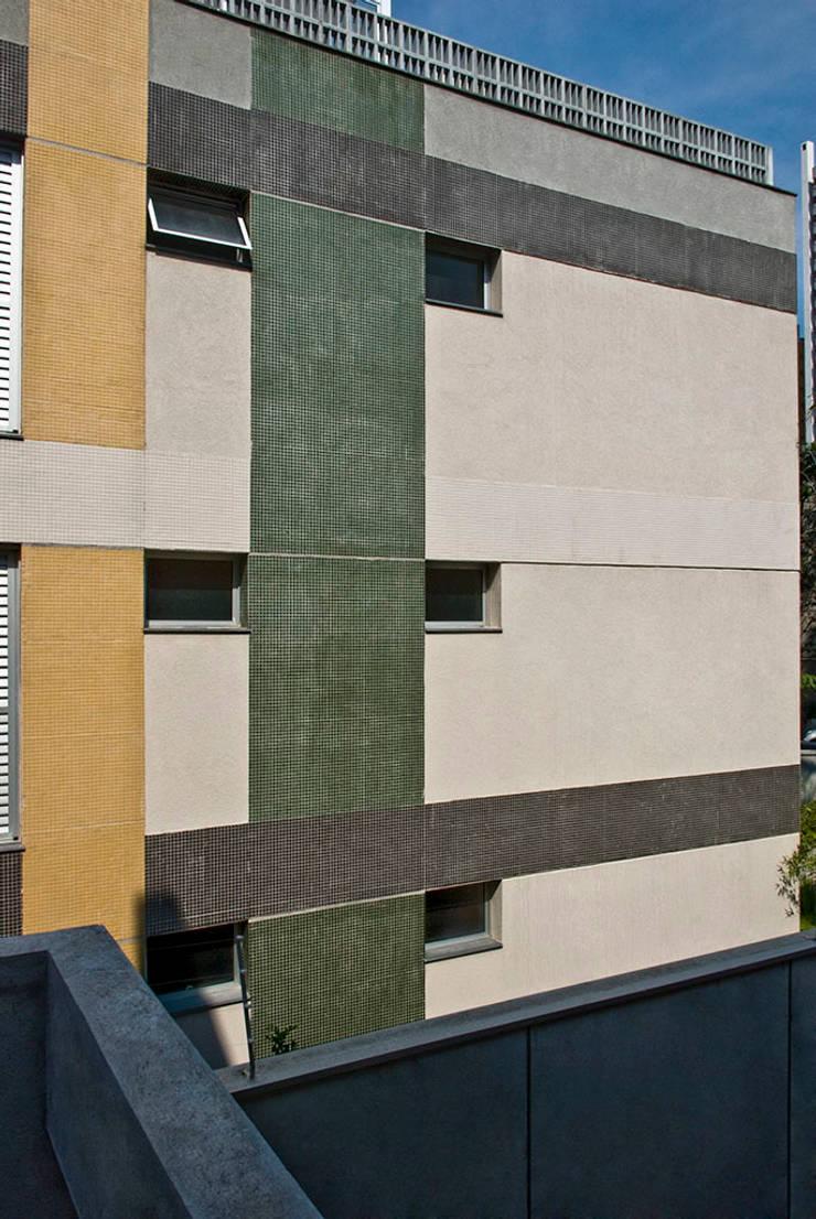 Judith | edifício: Casas  por ARQdonini Arquitetos Associados