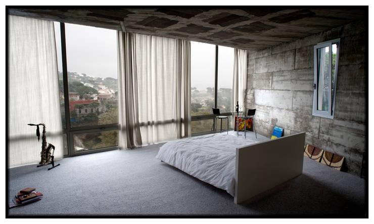 Casa en Dosrius - Barcelona: Dormitorios de estilo minimalista de IF arquitectos
