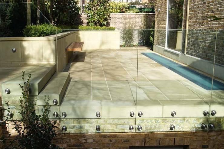 External frameless glass balustrade:  Garden by Ion Glass