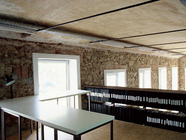 Despacho de Arquitectura Mataró - Barcelona: Oficinas y Tiendas de estilo  de IF arquitectos