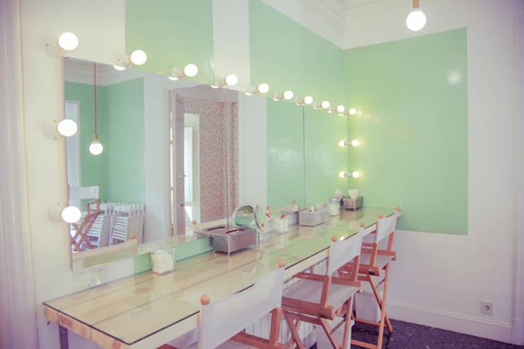 Escuela de maquillaje Bajobé: Escuelas de estilo  de GARCIA HERMANOS