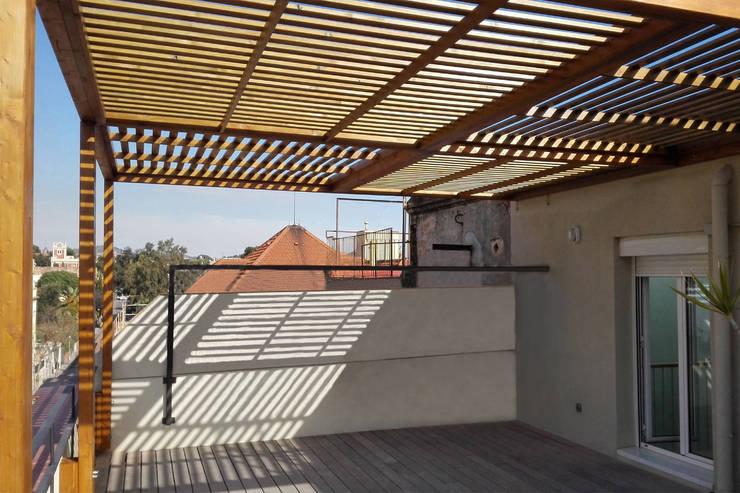 Cubierta de la pérgola: Terrazas de estilo  de mobla manufactured architecture scp